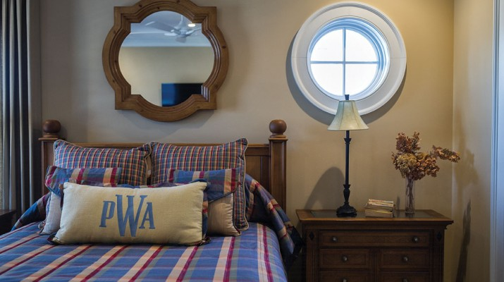 A round window mimics a porthole, echoed by the mirror.